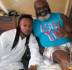 EkpoEsito.Com : Flavour visits Harry Anyanwu at hospital