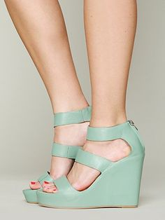 Matiko London Wedge.