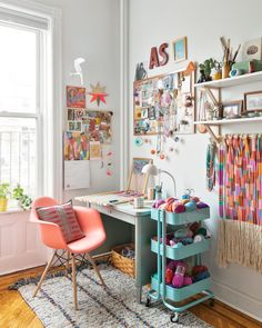 A Beautifully Curated Brooklyn Apartment Split Between Work. – Creative Home Office Design Art Studio Room, Art Studio At Home, Studio Desk, Art Studio Spaces, Art Studio Decor, Art Spaces, Studio Apartment Design, Art Studio Design, Study Room Decor