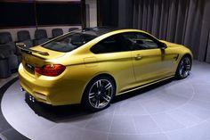 BMW M4 Coupé Austin Yellow