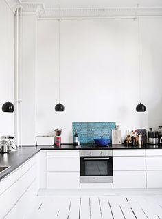 Simple and minimalist home - via Coco Lapine Design