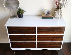 Mediados siglo moderno dos tonos dresser / por restauredesigns