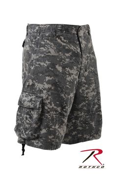 Rothco Vintage Infantry Shorts: Vintage Woodland Infantry Utility Shorts are the next generation of military cargo shorts. Look your best this summer wearing these stylish camo shorts. Military Style Shorts, Viernes Casual, Military Looks, Digital Camo, Camo Shorts, How To Look Skinnier, Shorts With Pockets, Pocket Shorts, Military Fashion