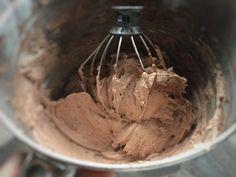 Kakaós nutellás krémem, isteni és szuper a tartása – Tortaiskola Nutella, Icing, Ice Cream, Desserts, Food, Sherbet Ice Cream, Meal, Deserts, Essen