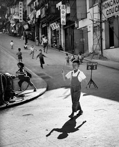 1950s Hong Kong Street Photography from Fan Ho