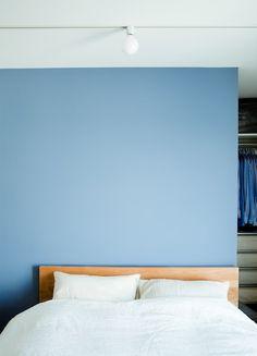 壁の色とベッドボードの色合い とてもかわいい!!