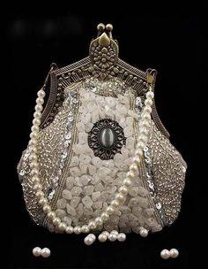 Vintage Bags Trendy Women's Purses : glamorous - Trendy Women's Purses : glamorous Vintage Purses, Vintage Bags, Vintage Handbags, Vintage Outfits, Vintage Pearls, Vintage Stuff, Vintage Shoes, Beaded Purses, Beaded Bags