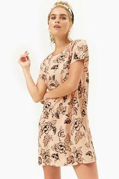 Forever 21 flower print shift dress on Mercari Forever 21 Fashion, Shop Forever, Forever 21 Dresses, Printing On Fabric, Latest Trends, Floral Prints, Short Sleeve Dresses, Print Shift, Dresses For Work