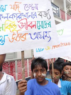 A sponsored youth carries a placard in support of safe drinking water and sanitation habits during an International Youth Day rally in #Kolkata, India.