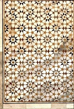 Tomb of Itimud ad-Daula, Agra, IndiaTen pointed star in marble and stone inlays, parchin kari craftsmanship (love the siamese-rosette-weird-tessellation-thing going on in the top and bottom rows)