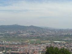 Desde Sant Ramón se ven unas magnificas vistas, al fondo, Collserola, Tibidabo, Barcelona,
