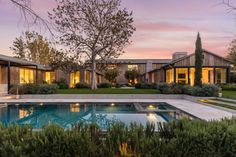 The Westside home of late Paramount Pictures Chairman and Chief Executive Brad Grey changes hands. Oaks House, Pacific Union, International Real Estate, Expensive Houses, Los Angeles Area, Paramount Pictures, Park Homes, Real Estate Sales, Pent House