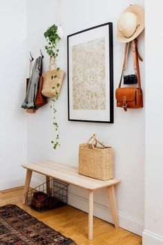 light + boho entryway decor with hooks Tranquil Design Whitewashed Walls With Plants Home Tour Decoration Hall, Decoration Entree, Entryway Decor, Entryway Ideas, Apartment Entryway, Apartment Design, Entryway Hooks, Entryway Organization, Boho Chic Entryway