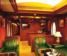 Maharajas Express Indian Panorama Tour- Book online luxury train tour packages from Holidayindia.com.