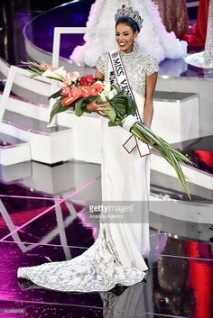 Winner of the Miss Venezuela Beauty pageants Monagas Keysi Sayago poses after she won the Miss Venezuela Beauty Beauty pageant in Caracas, Venezuela on October 5, 2016.