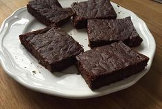 Cuketová buchta ala brownies Brownies, Diabetic Recipes, Zucchini, Sweet Tooth, Food And Drink, Baking, Desserts, Fitness, Bread Making