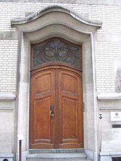 Tür in Brüssel photo by solino_222, via Flickr