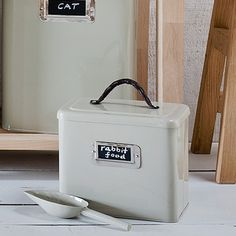 This 8 litre capacity pet food storage bin with scoop is perfectly sized for your small pet's dry food or treats. Pet Food Storage, Kids Storage, Small Space Storage, Small Bathroom Storage, Best Dog Food, Pet Bowls, Large Animals, Pet Accessories, Storage Containers