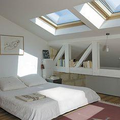 Roof windows in bedroom - aménagement sous combles...