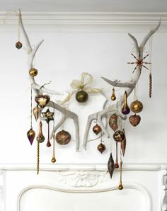Antlers and bronze/patina rustic Christmas display over a mantle Bohemian Christmas, Noel Christmas, Modern Christmas, Rustic Christmas, All Things Christmas, Winter Christmas, Vintage Christmas, Christmas Crafts, Christmas Tables