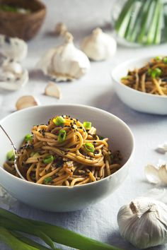 Easy Garlic Sesame Noodles (Vegan & Gluten-Free) | picklesnhoney.com