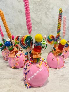 Chocolate Apples, Chocolate Covered Treats, Chocolate Covered Strawberries, Candy Theme Birthday Party, Candy Party Favors, Gourmet Caramel Apples, Carnival Food, Best Candy, Köstliche Desserts