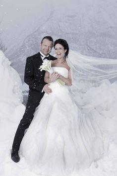 Thomas og Yvonne viet i Hemsedal kirke.   bryllupsfotograf#bryllup#brud#brudekjole#brudepar#bryllupsbilder#brudgom#fotograf#bryllupseventyr#sveinbrimi#bryllupsplanlegging#bryllupsbilde#bryllupsinsirasjon#nordiskebryllup#hemsedal#harahorn Mermaid Wedding, Wedding Dresses, Instagram, Fashion, Bride Dresses, Moda, Bridal Gowns, Fashion Styles, Weeding Dresses