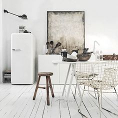 Everyday we share our stories and passions for home design and great architecture. Loft Kitchen, Kitchen Interior, Interior Architecture, Interior And Exterior, Minimalist Interior, Home Living, Scandinavian Style, Interiores Design, Side Chairs