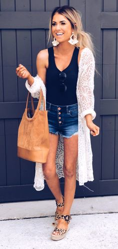 Gorgeous Spring Outfits To Copy Right Now White Lace Cardigan Black Top Mode Outfits, Casual Outfits, Fashion Outfits, Womens Fashion, Grunge Outfits, Jean Outfits, Simple Outfits, Classy Outfits, Fashion Trends