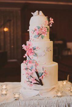 ウェディングケーキも桜のイメージで♪ 桜の時期のウェディングのアイデア。結婚式/ブライダルの参考に☆