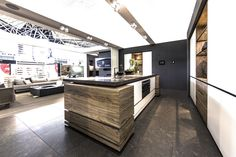 A modern kitchen is sometimes so stylish that it looks like an art gallery. With all the cooking equipment fully integrated, it hides the kitchenware in sa
