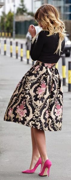 Baroque Embroidery Skirt and Pink Pumps - Chic Out...