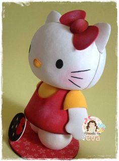 MAIS UM VÍDEO DE MONTAGEM DA SÉRIE- MONTANDO UMA HELLO KITTY EM EVA.   AGORA A PARTE 2, ONDE ENSINO A MONTAGEM DO CORPO.   APERTA O PLAY:  ... Hello Kitty, Play, Pillows, Biscuits, Diy And Crafts, Collages, Baby Dolls, Feltro, Gatos