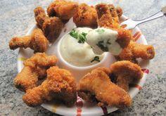Try this Gebackene Eierschwammerl recipe, or contribute your own. Austrian Recipes, Austrian Food, Kfc, Tandoori Chicken, Carne, Tapas, Cauliflower, Picnic, Appetizers