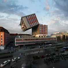 Would you check in to Víctor Enrich's shapeshifting hotel? Using wizardry, the Spanish photographer and sometime piano player has made Munich's NH Deutscher Kaiser Hotel dance in 88 mindbending ways – one for each of his beloved instrument's keys Architecture Unique, Futuristic Architecture, Unusual Buildings, Amazing Buildings, Architectural Photographers, Munich, Skyscraper, The Incredibles, Construction
