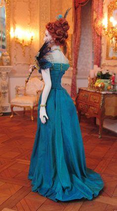 Victoria, porcelain miniature doll by Annemarie Kwikkel.