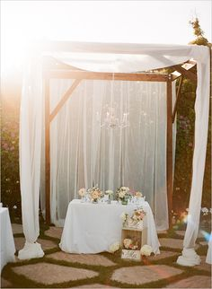 sweetheart table decor ideas @weddingchicks