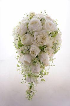 白バラカップ咲の贅沢ロングキャスケード~アニヴェルセルみなとみらい横浜様 |ウェディングブーケのアトリエIN横浜 ROSEDECO