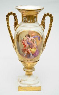 """Belíssima e grande ânfora em porcelana francesa do Séc. XIX folheada à ouro, representando """"Cena"""