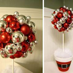 Bello arbolito con esferas navideñas