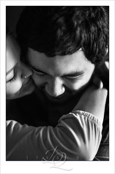Engagement photos: DQ Studios www.dqstudios.com