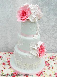 Wedding cake www.finditforweddings.com