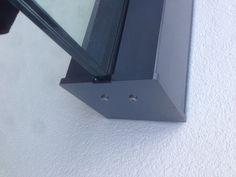 pulverbeschichtetes Profil eckig mit massiver Endkappe aus Edelstahl