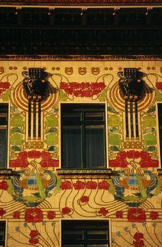 Otto Wagner, 1898. Majolica House, Street 6, Linke Wienzeile 40, Vienna. Art Nouveau  architecture // photo by Hedwig Zdrazil