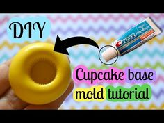 How to make DIY cupcake mold without silicon - those cupcake liners are 2 in 1 project, they are cupcake liner and a mold for making miniature polymer clay c. Polymer Clay Cupcake, Cupcake Mold, Polymer Clay Dolls, Polymer Clay Miniatures, Polymer Clay Projects, Polymer Clay Charms, Diy Clay, Clay Crafts, Cupcake Liners