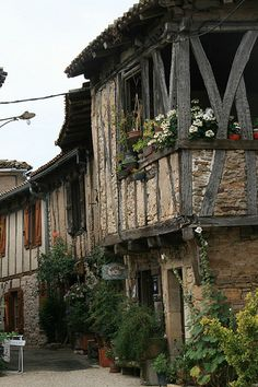 Puycelsi, commune in the Tarn department in southern France, Pyrenees Beautiful Buildings, Beautiful Places, Monuments, Belle France, Vernacular Architecture, Visit France, French Countryside, Medieval Town, France Travel