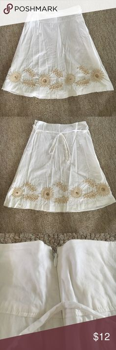 NWOT Old Navy Knee Length White Linen Skirt Old Navy white linen skirt with tan embroidering & beading at the bottom. Skirt hits just below the knee with lining throughout the entire skirt. Thin tie around the waist & hidden zipper on the left side with hook & eye closure. Old Navy Skirts