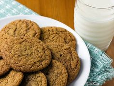 One of the best molasses cookies/gingersnap recipes I've ever found. Desserts Français, Desserts With Biscuits, Cookies Et Biscuits, Dessert Recipes, Dessert Biscuits, Favorite Cookie Recipe, Favorite Recipes, Gluten Free Flour Mix, Molasses Cookies