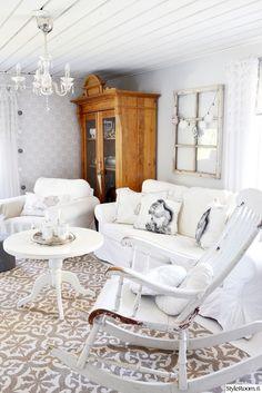 olohuone,matto,keinutuoli,sohva,kaappi,romanttinen