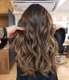 60 Looks with Caramel Highlights on Brown and Dark Brown Hair : Golden Bronde Balayage with Black Roots Bronde Balayage, Bronde Hair, Brown Hair Balayage, Brown Blonde Hair, Hair Color Balayage, Golden Blonde Hair, Red Hair, Golden Brown Hair, Light Brown Hair